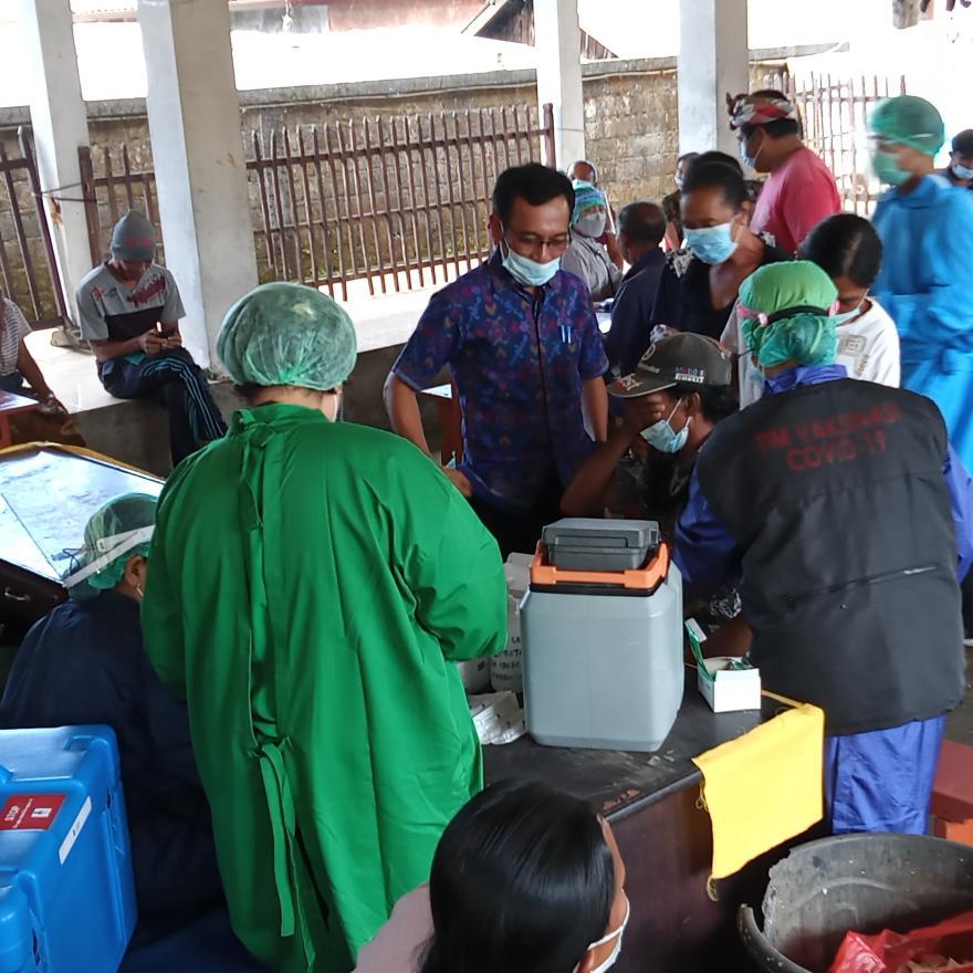 Vaksinasi Lansia tahap I Desa Adat Malet Tengah
